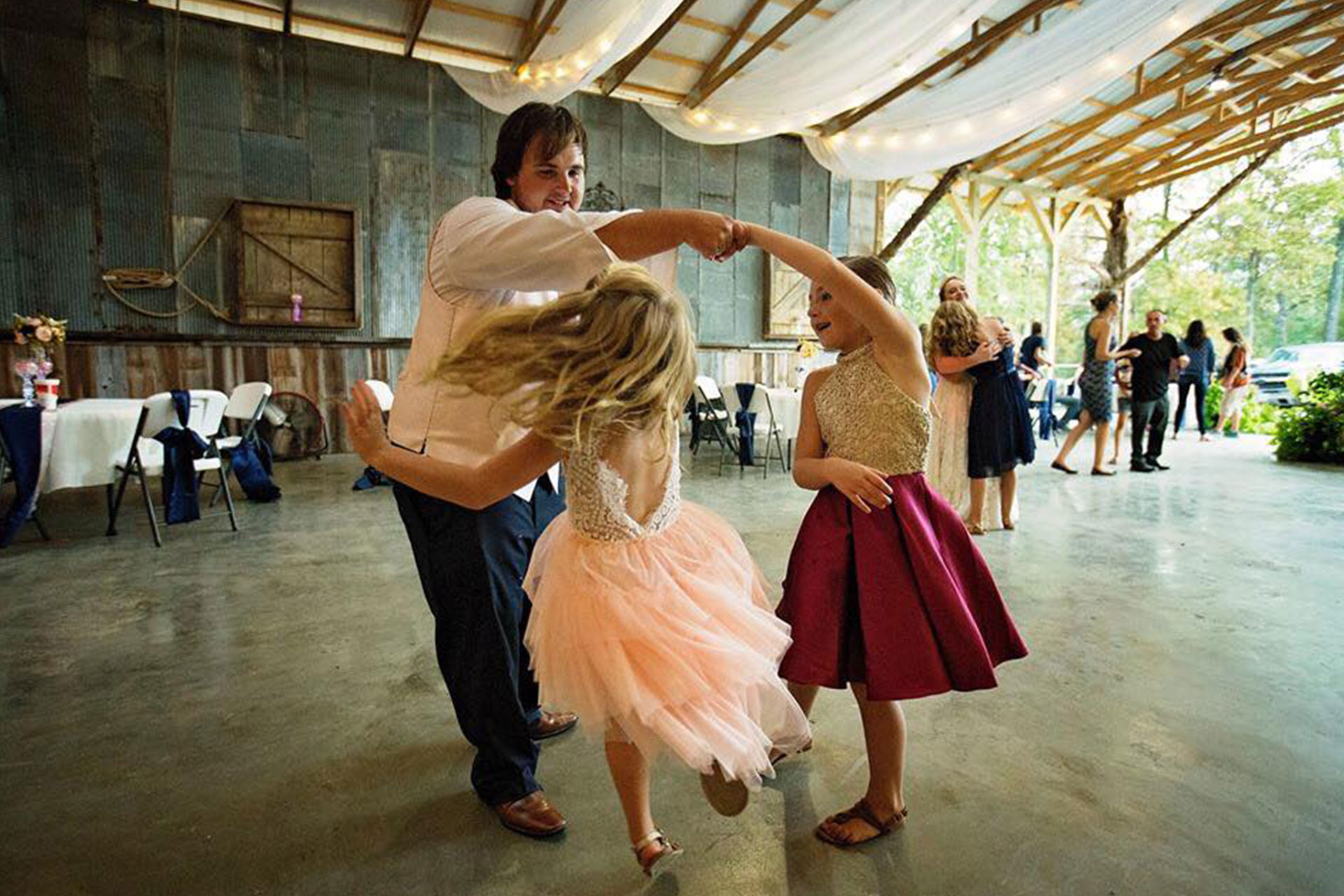 Rustic Wedding Venue Dance Hall In Southern Illinois Samsons Mountain Whitetail Deer