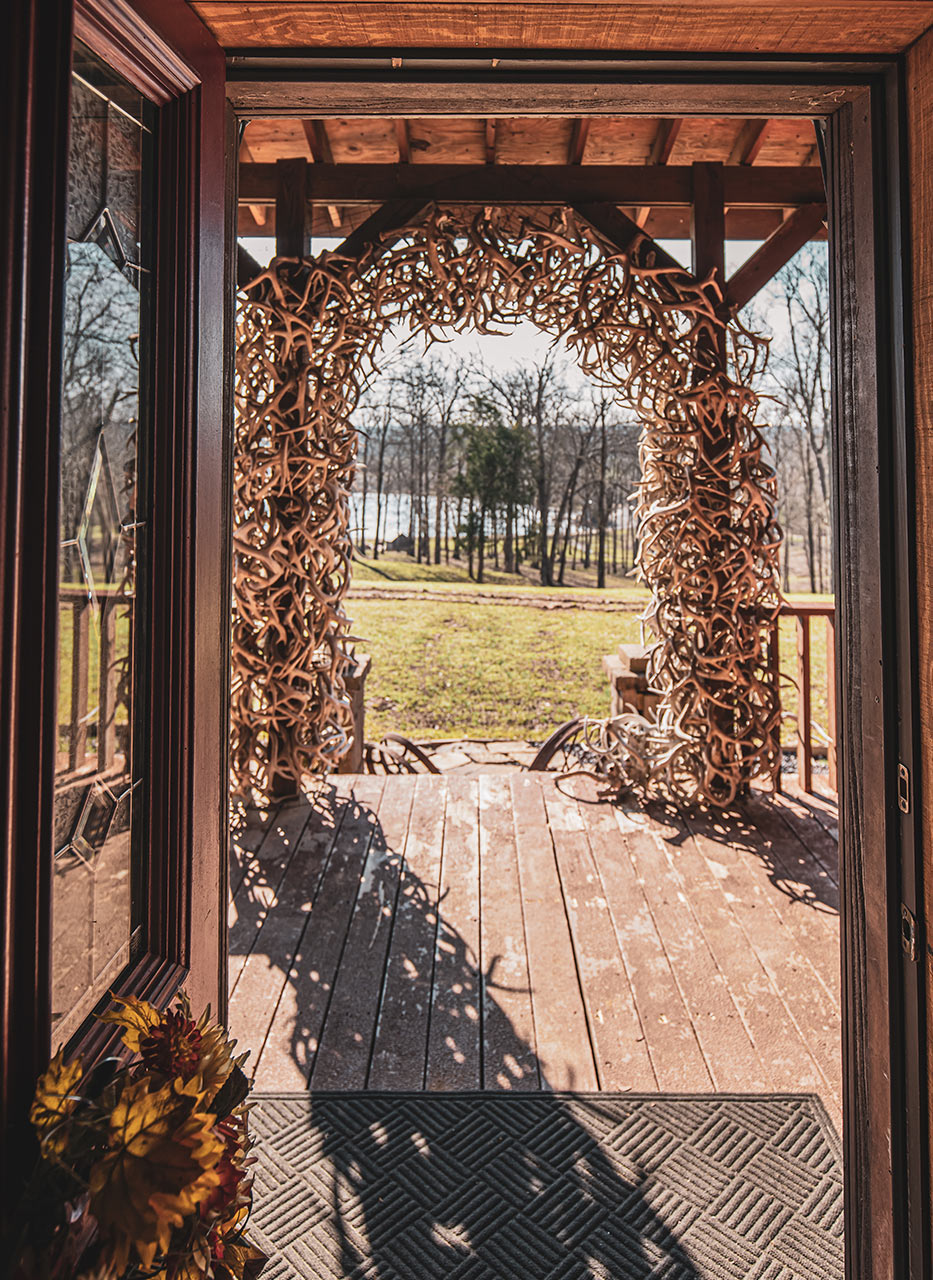 Large Antler Arch Hunting Lodge For Rent In Southern Illinois Samsons Mountain Whitetail Deer