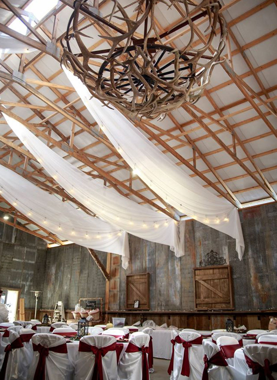 Rustic Wedding Venue With Antler Chandelier In Southern Illinois Samsons Mountain Whitetail Deer